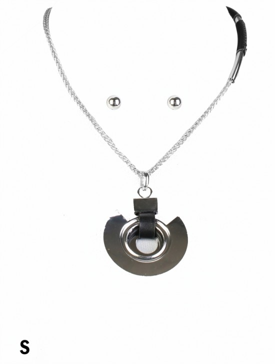 Circle Pendant Necklace & Earring Set